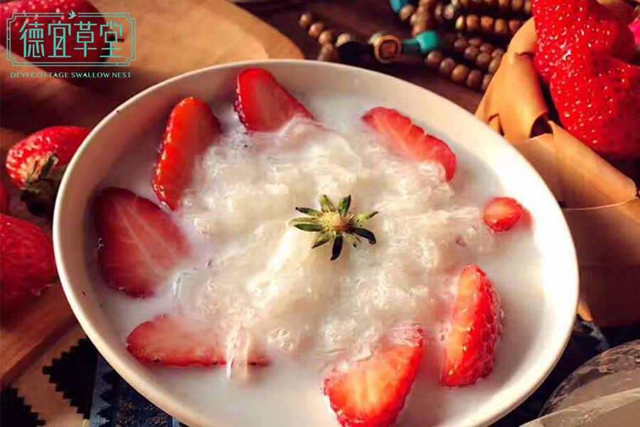 草莓椰汁燕窝的做法