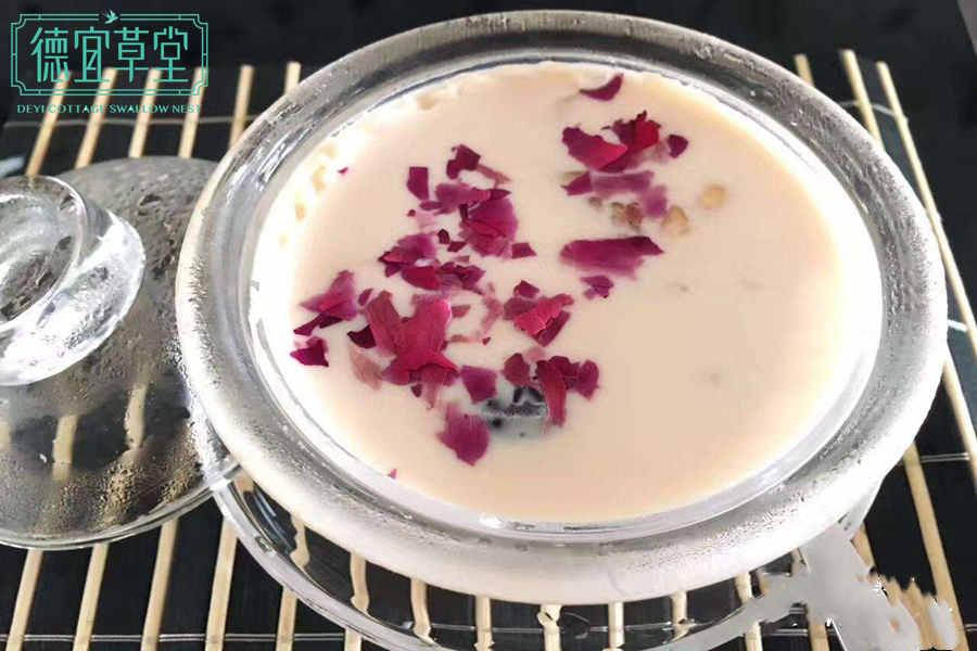 花胶牛奶玫瑰燕窝羹的做法