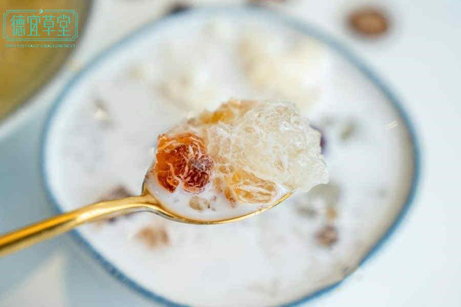 桃胶椰奶燕窝的做法