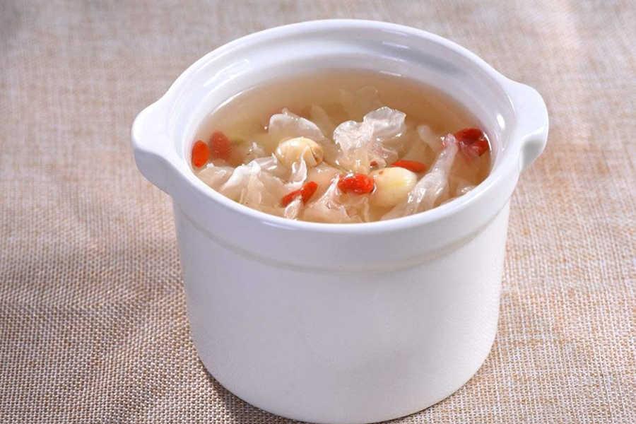 雪梨银耳燕窝汤的做法步骤教程详解